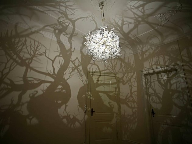 chandelier-creates-a-forest-of-tree-shadows-1-thumb-630x472-22669